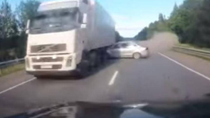 Авария на трассе Пермь — Екатеринбург: мог ли водитель Polo спастись от столкновения с Lexus?