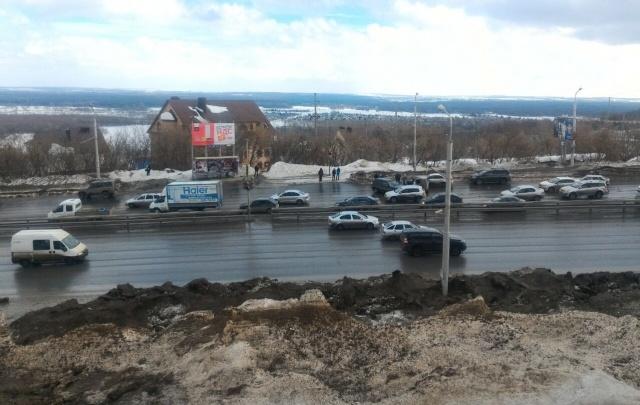 Видеорегистратор записал момент массовой аварии в Уфе возле ТРЦ «Планета»