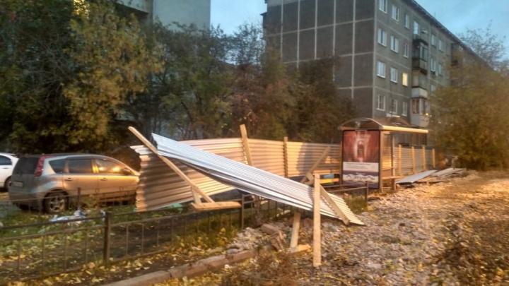 «Не стойте у домов и не паркуйтесь у деревьев»: свердловское МЧС объявило штормовое предупреждение