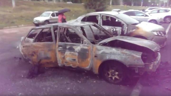 Ночью в Уфе ночью сгорело три автомобиля