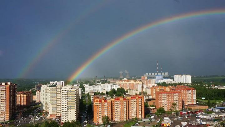 Над Новосибирском раскинулась необычайно яркая двойная радуга
