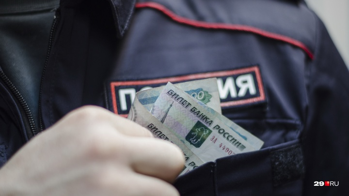 Осужденные за взятки архангельские полицейские заплатят государству более 8 миллионов рублей