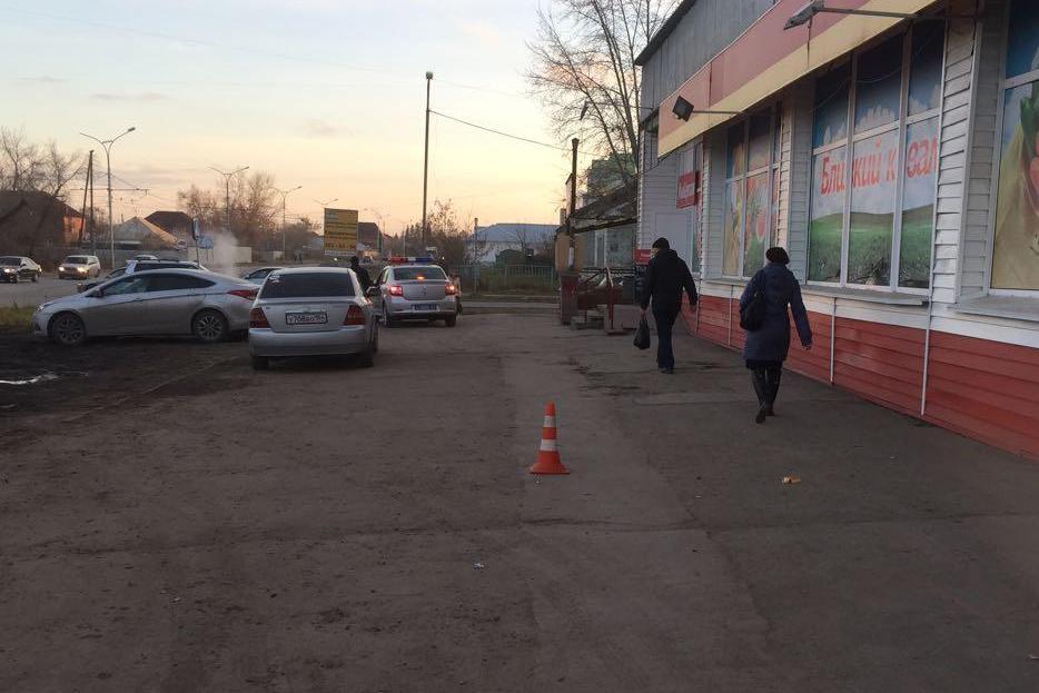 ВНовосибирске иностранная машина Киа снесла 7-летнюю девочку рядом с«зеброй»