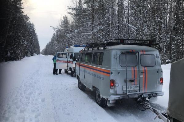 Чтобы добраться до заболевшей туристки, понадобились снегоходы и уазики