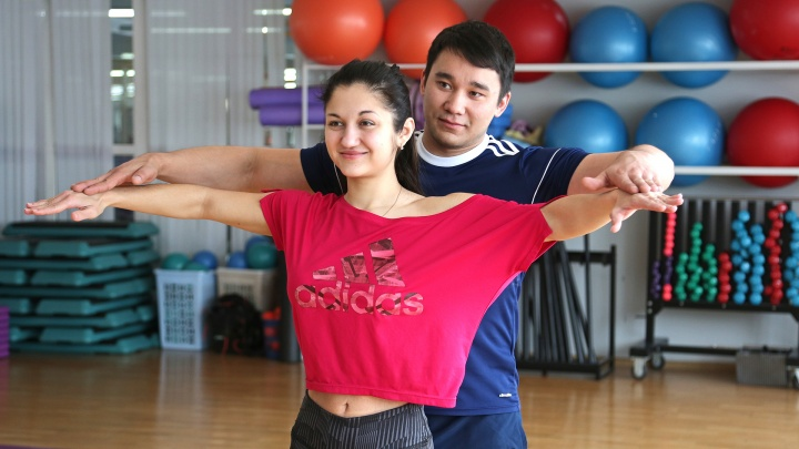 Тренировки-обнимашки. Простые упражнения для фитнеса, которые можно делать вдвоем
