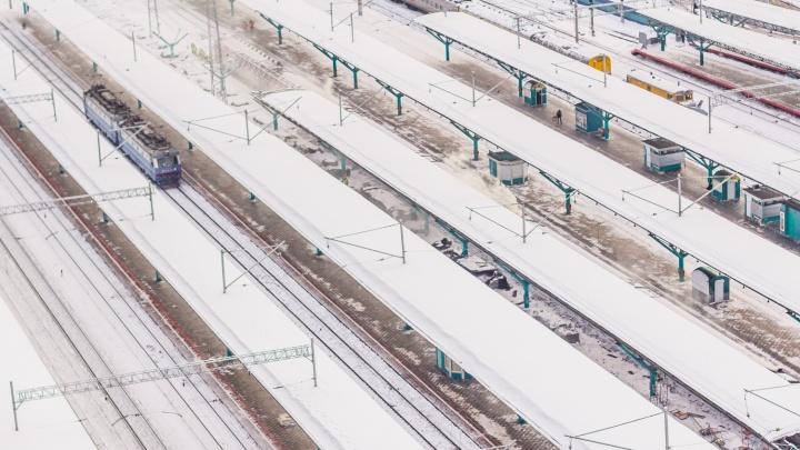 В Самаре головной вагон пассажирского поезда сошел с рельсов