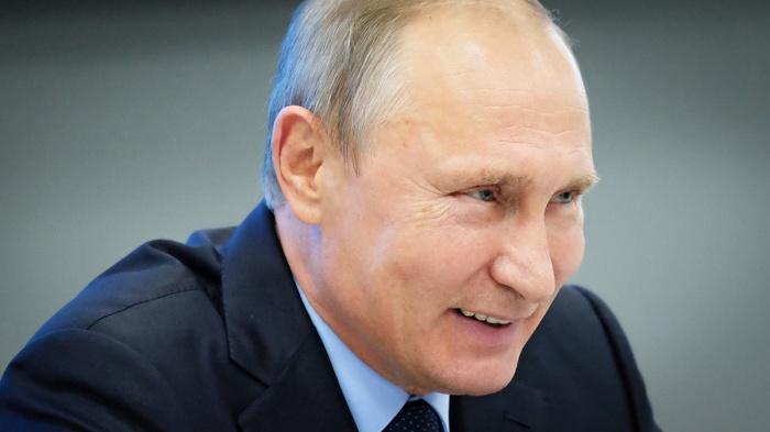 Это было так давно, что Путин еще не стал президентом