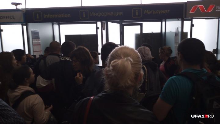 """Уфимец, застрявший в аэропорту в Казани: «Начался бунт. Говорят: """"Мы сейчас аэропорт разнесем""""»"""