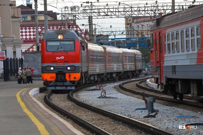Для тех, кто хочет провести новогодние праздники не в Екатеринбурге, пустят дополнительные поезда
