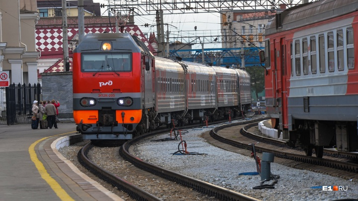 Из Екатеринбурга пустят дополнительные поезда в Казань и Адлер на новогодние праздники