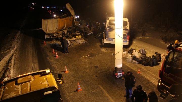 Следком возбудил уголовное дело: следователи ищут очевидцев ДТП в ХМАО, унесшего жизни шести человек
