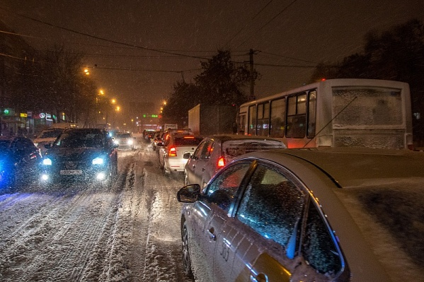 Самые серьезные пробки минувшей зимой зафиксировали 27 декабря, 25 января и 21 февраля