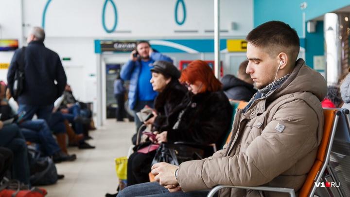 Волгоградский аэропорт закрылся из-за большого снега