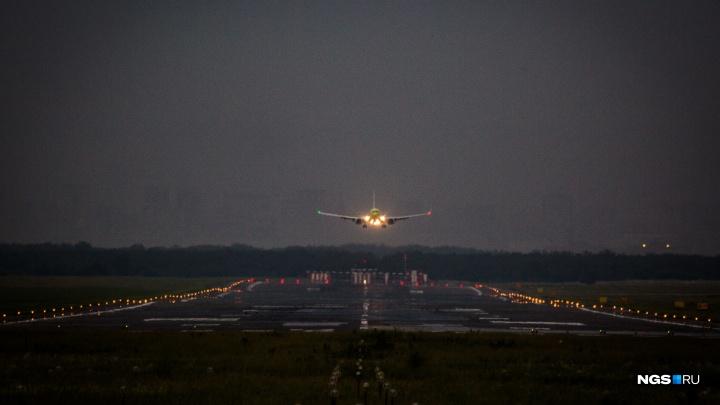 Самолет, вылетевший из Новосибирска, экстренно вернулся обратно. Рассказываем, что случилось