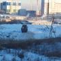 «До дома 150 метров»: в Челябинске устроили снежную свалку под окнами многоэтажки