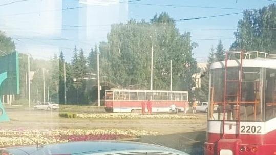 Трамвай сошёл с рельсов на площади Кирова