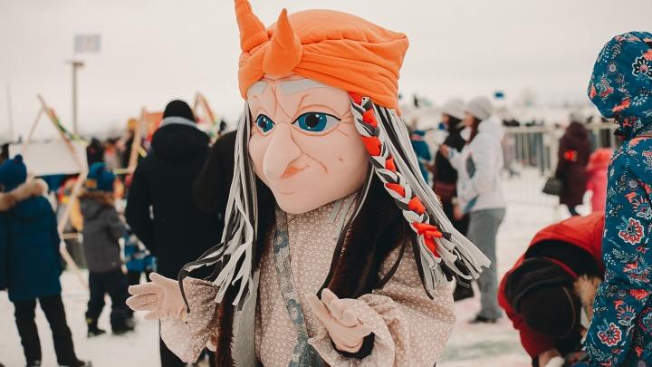 Масленица в Тюмени: пробка в 19 километров по пути из Ялуторовска, сжигание чучела и куклы из блинов