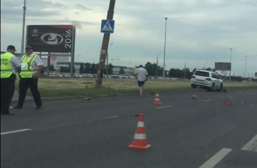 «Женщину откинуло от перехода»: в Тольятти Lexus сбил пешехода