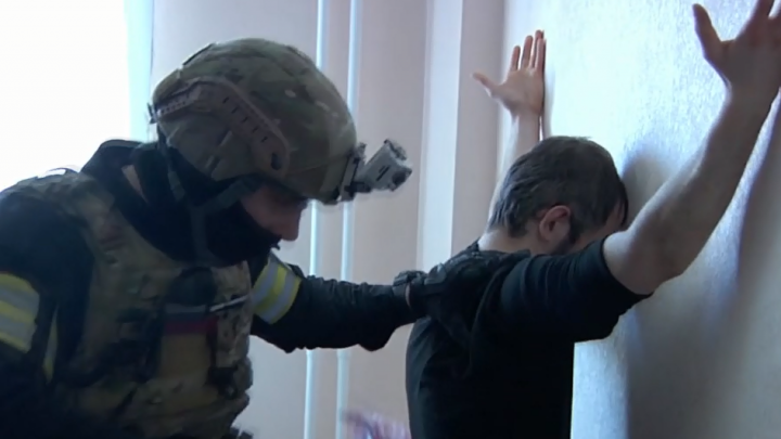 Силовики опубликовали видео задержания террористов в Красноярске