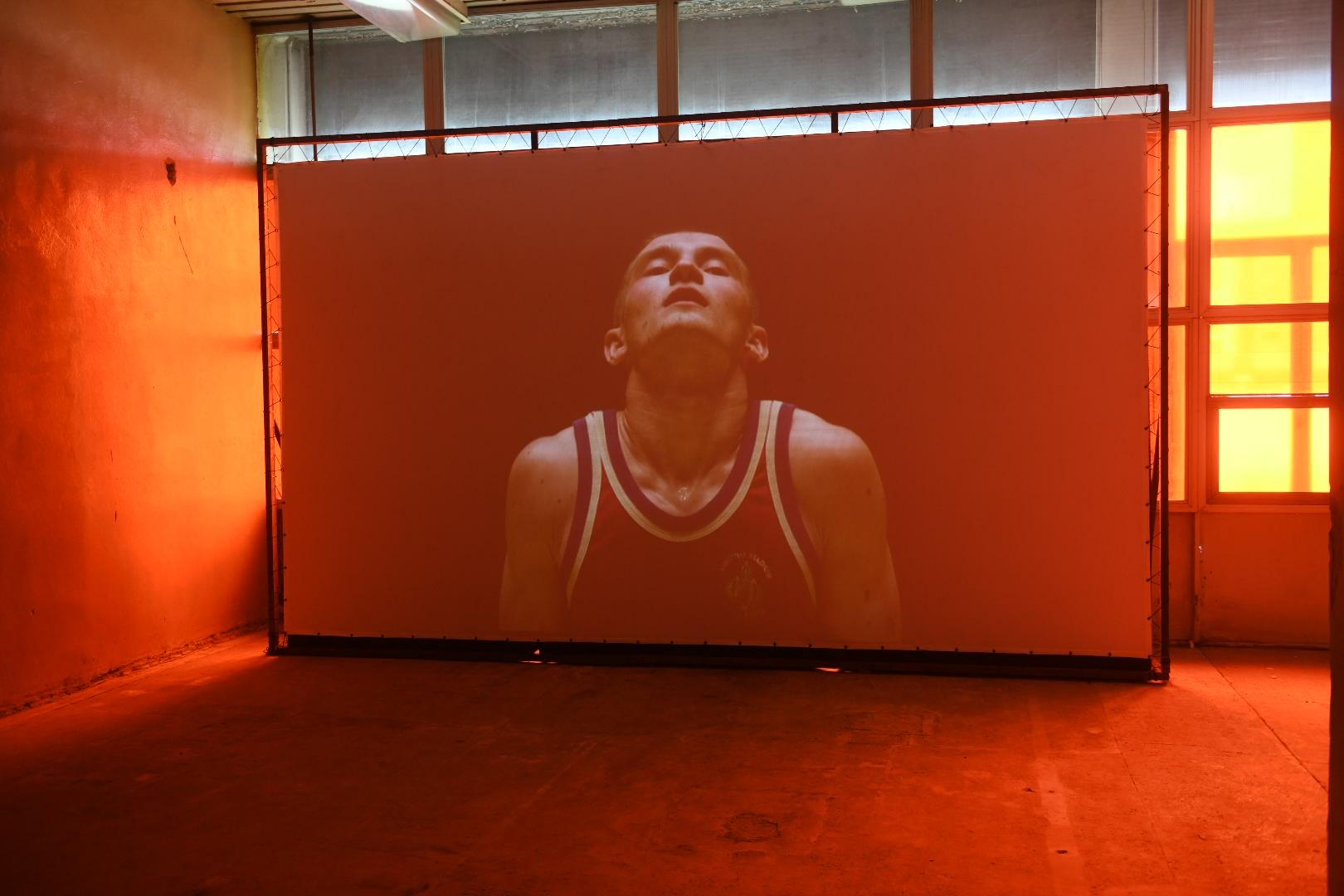 В программе арт-резиденций есть проект британской художницы, который она делала вместе со спортсменами из Академии единоборств РМК