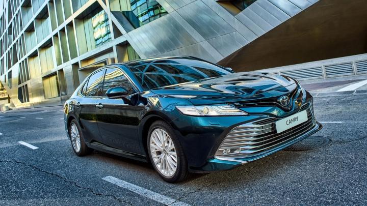 «Тойота» резко подняла цены на Camry, Prado и RAV4