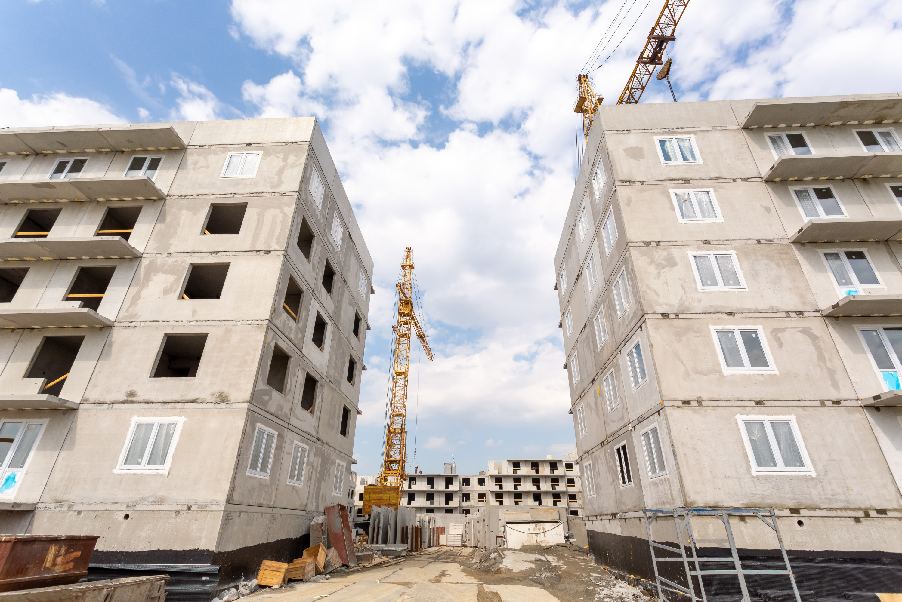 В ЖК «Мичуринский»возводятся новые дома, расположенные у озера Половинное