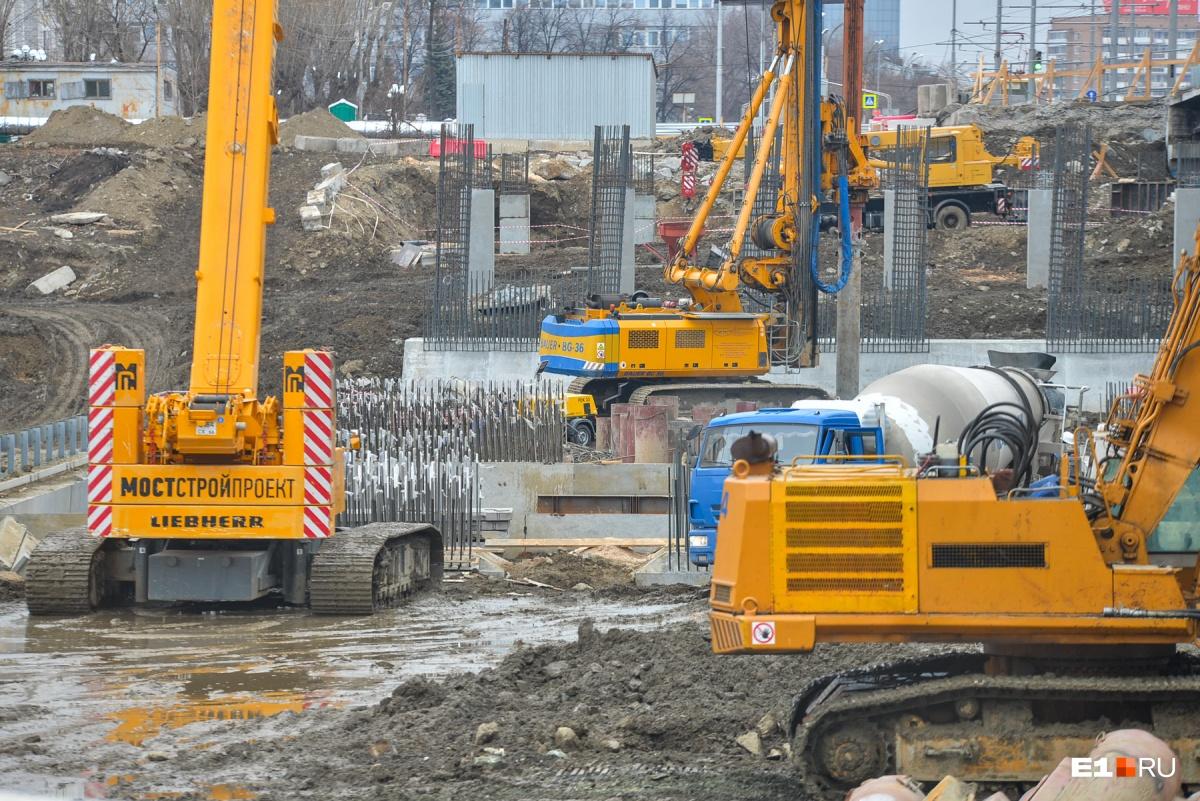 Между нами тает мост: хроника глобальной реконструкции Макаровского моста (видео, фото, трансляция)