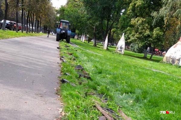 Чугунные ограждения демонтировали сотрудники Горзеленхоза