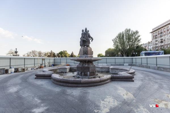 В День Победы фонтан будет скрыт за забором