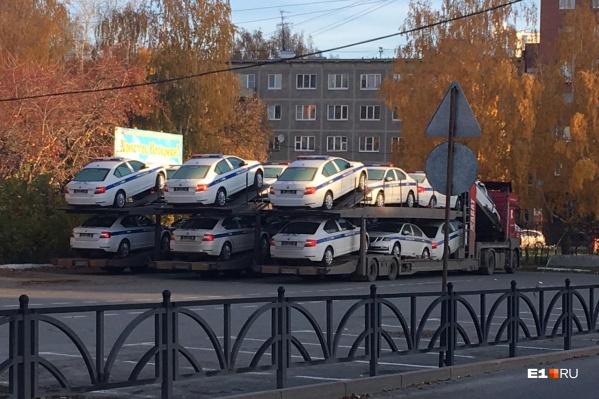 Фото новых автомобилей, сделанное утром в понедельник