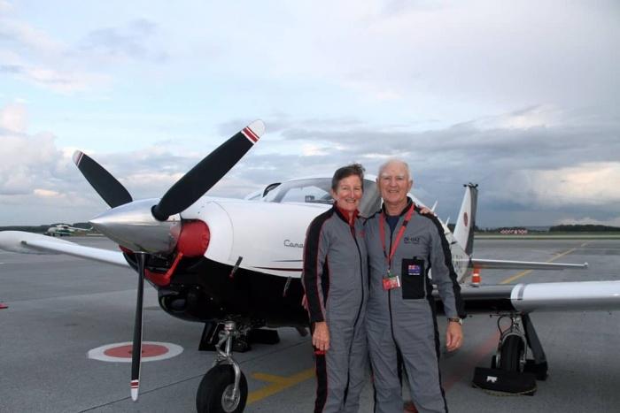 Сандра и Берри из Новой Зеландии женаты уже почти полвека и впервые отправились в кругосветку на моноплане