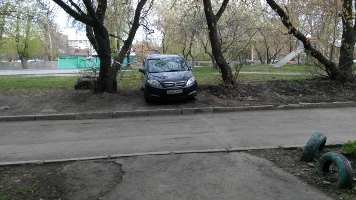 «Я паркуюсь как...»: подборка безнаказанных екатеринбургских гряземесов