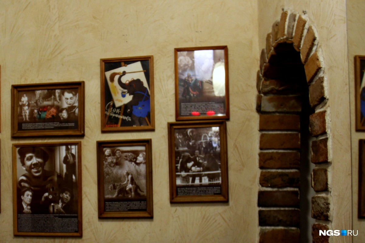Посетителей старого ресторана встречают фотографии знаменитостей, которые здесь бывали. Но по самим снимкам этого, конечно, не скажешь