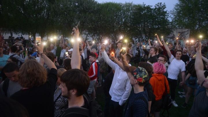 Готовы присоединиться больше тысячи человек: екатеринбуржцы устроят флешмоб за сквер у Драмтеатра