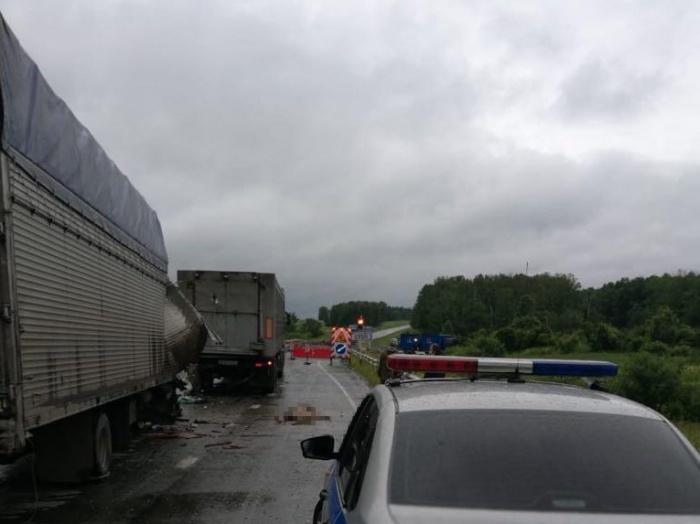 Авария с участием грузовиков закончилась гибелью одного из водителей
