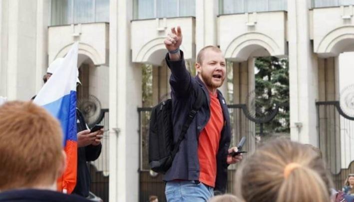 «Долбились настырно»: координатор штаба Навального в Ярославле рассказал об обысках