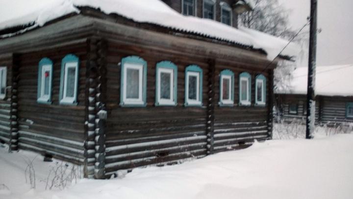 В Холмогорском районе пожарные-добровольцы спасли от огня дом, построенный в середине XIX века