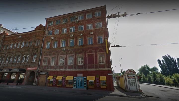 «Бездомный» Высоцкий: сотрудники самарского музея остались без денег из-за краха «Газбанка»