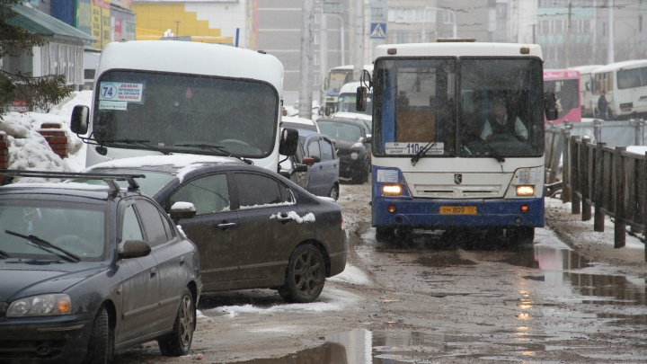 Автобусы, работающие на межгороде, отправили на стоянки: Радий Хабиров поручил переждать непогоду