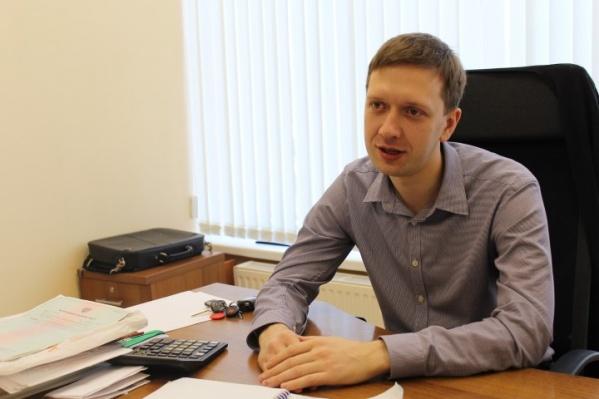 После встречи с компанией подростков у Олега Попкова оказались сколоты зубы, а подбородок пришлось зашивать