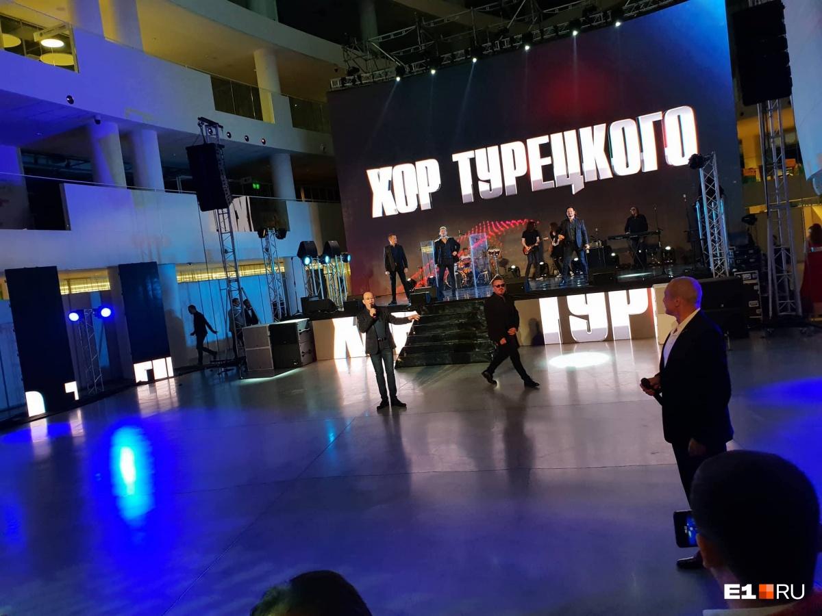 Все разговоры — только про футбол: смотрим, как в Екатеринбурге открывают «Иннопром»