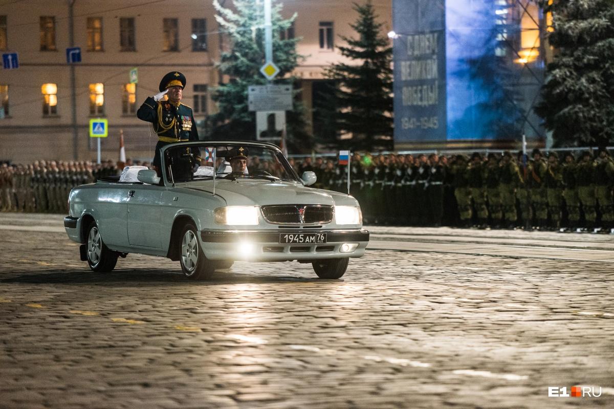 К празднику готовы: военные провели генеральную репетицию парада Победы в центре Екатеринбурга