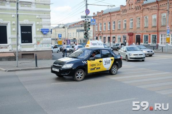 Перевозчики такси смогут получать лицензии на перевозки пассажиров через интернет