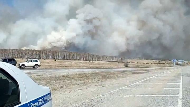 В Челябинской области закрыли трассу из-за лесного пожара