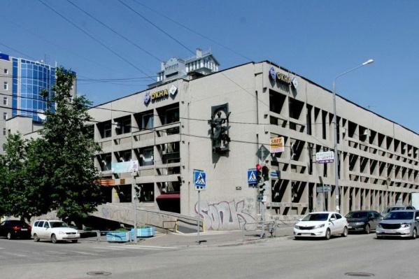 Дворец культуры находится в центре Перми, на улице Краснова