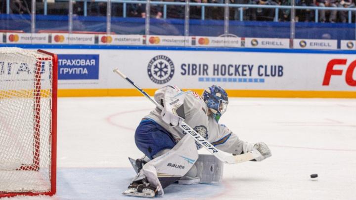 Хоккеисты «Сибири» не смогли одолеть вратаря «Барыса» и проиграли всухую