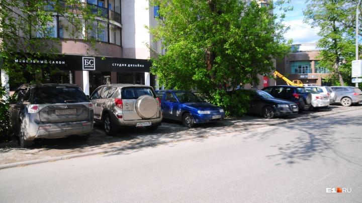 В Екатеринбурге подорожали парковочные места и гаражи: публикуем средние цены