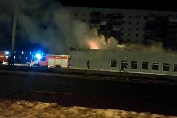 Пожар в совершенно новом торговом комплексе начался из-за неправильно подключенных электроприборов