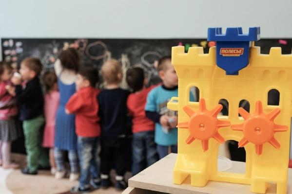 В стенах детского сада ребятам предлагают дарить только медали и дипломы
