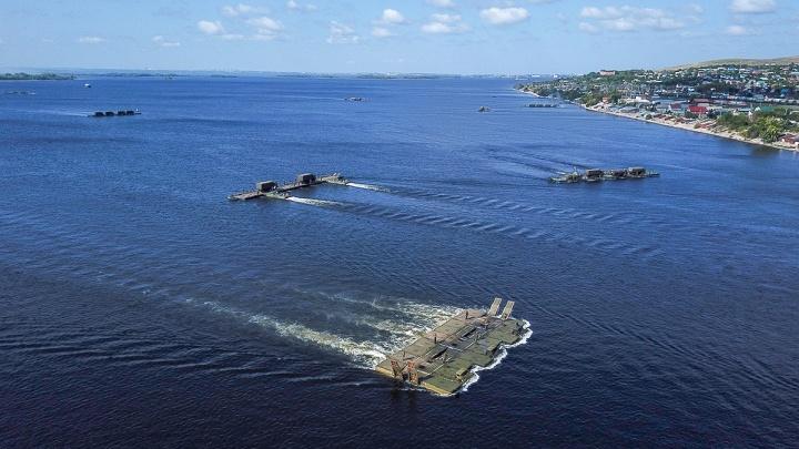 В Самарской области военные испытали в деле 720-тонный паром для переброски техники через Волгу